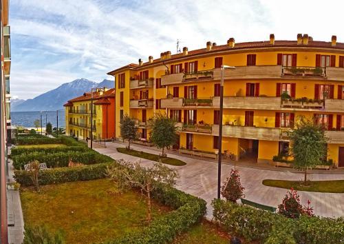 . Campione Ora apartments by Gardadomusmea