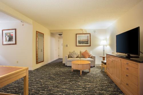 DoubleTree by Hilton Hotel Berkeley Marina - Berkeley, CA CA 94710