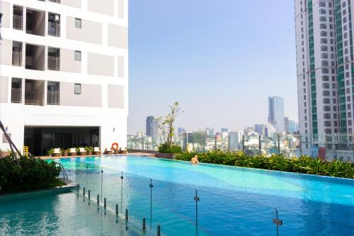 Infinity Edge Pool - Rivergate