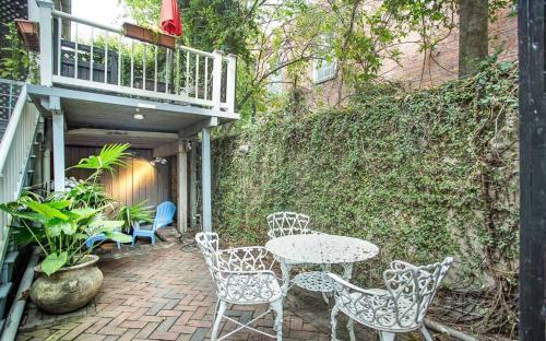 Warren Peace Garden Apartment - One Bedroom Condo