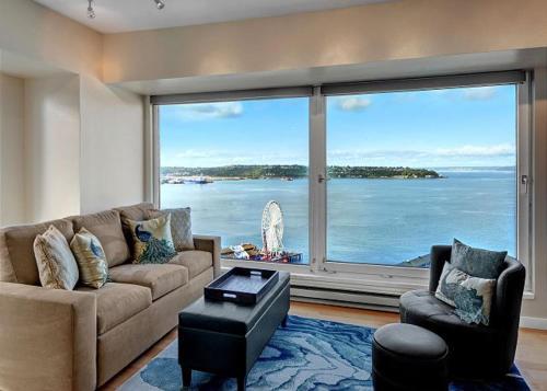 Newmark Elliott Bayview Luxury Suite   Two Bedroom Apartment