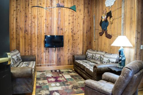 Abe Martin Lodge & Cabins - Nashville, IN 47448