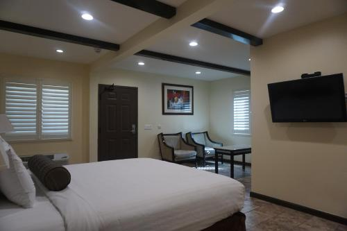 HotelTuscan Garden Inn