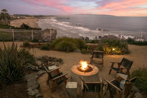 Cottage Inn By The Sea, 2351 Price Street, Pismo Beach, California 93449, United States.