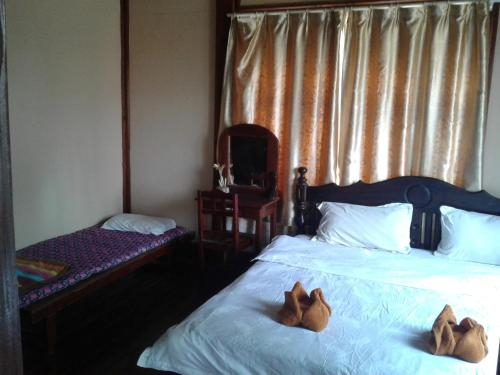 Double room plus  child's bed with.Aircon