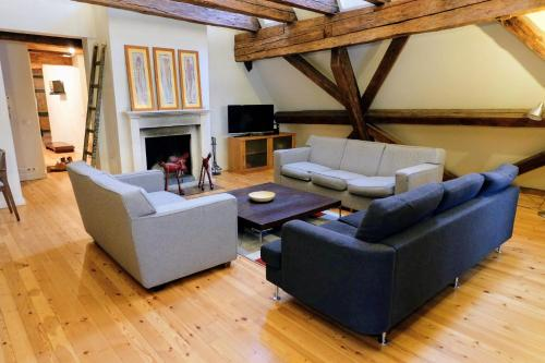 . Dream Stay - 3 Bedroom Old Town Penthouse with Sauna