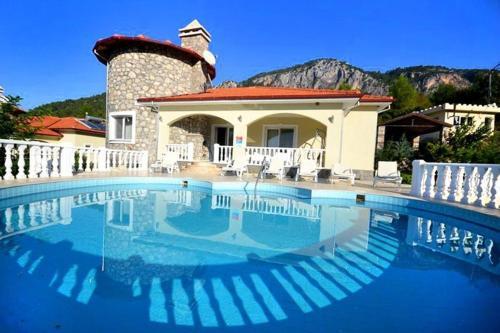 "Akkaya ""The Ultimate Guide to Renting this Luxury Villa""-Villa Elysium ulaşım"