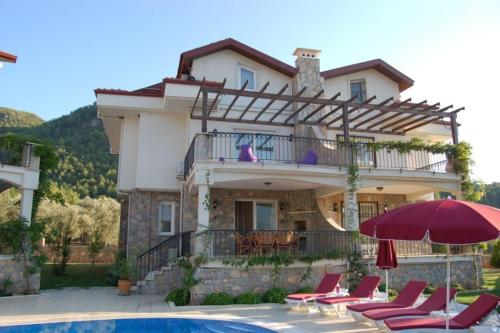 "Uzumlu ""Villa nestled in pine-clad mountain side with panoramic views"" tatil"