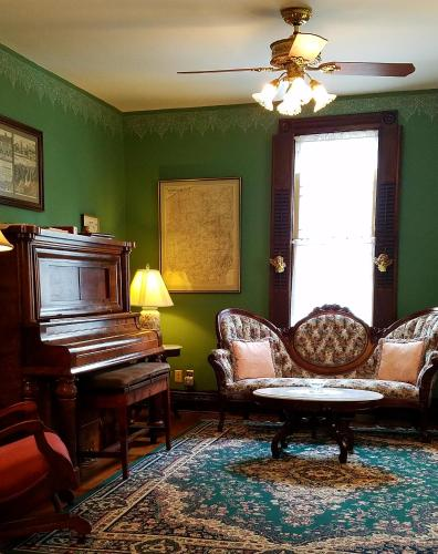 Trimmer House Bed And Breakfast - Penn Yan, NY 14527