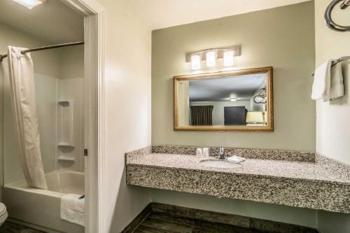 Rodeway Inn Portage - Portage, IN 46368