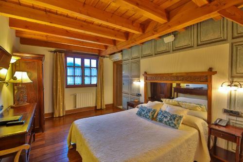Superior Double Room Hôtel & Spa Etxegana, The Originals Relais (Relais du Silence) 1