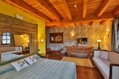 Junior Suite Hôtel & Spa Etxegana, The Originals Relais (Relais du Silence) 3