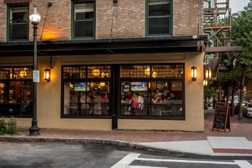26 Chandler Street, Boston, MA 02116, United States.