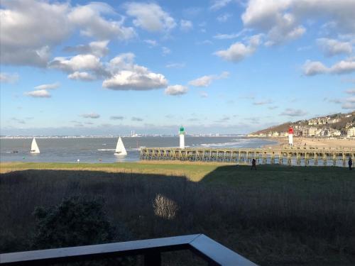 Au petit port de Deauville - studio avec vue mer