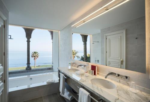 Habitación Central con vistas al mar Hotel Casa Vilella 4* Sup 4