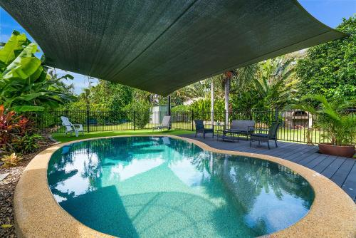 Private Pool, Big Backyard, Aircon - Paradise!