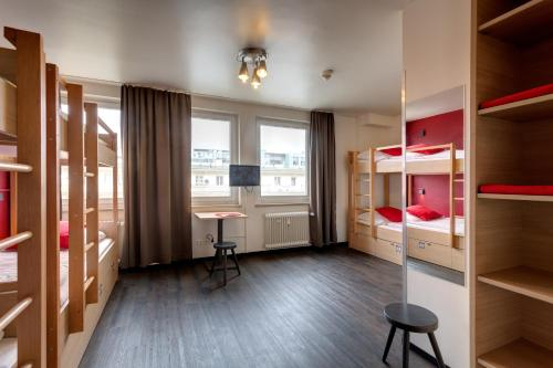 Seng i sovesal for begge kjønn – 12 senger (Bed in 12-Bed Mixed Dormitory Room)