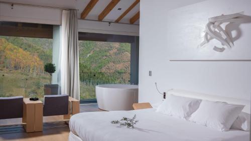 Zimmer - Dachgeschoss Arantza Hotela- Adults Only 14