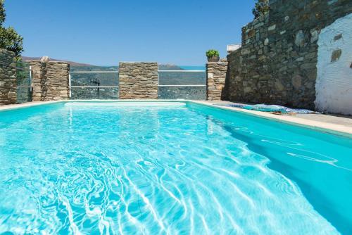 """""""Memory"""" Apt in Stone Tower 1690 • Andros Island foto della camera"""