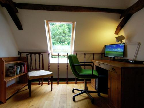 Quaint Cottage in Juillac with private garden - Hotel - Juillac