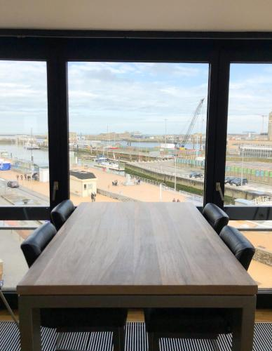 Cosy, modern studio with an awesome view of Ostend, 8400 Ostende