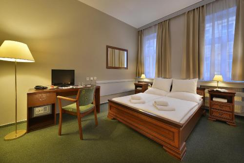 Three Crowns Hotel - image 4