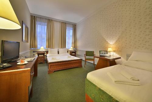 Three Crowns Hotel - image 11
