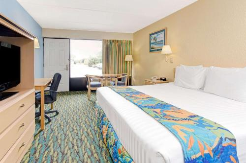 Baymont By Wyndham Kissimmee - Kissimmee, FL 34741