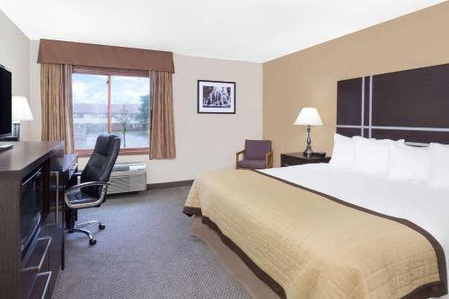 Baymont by Wyndham Green Bay - Hotel