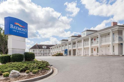 Baymont by Wyndham Hickory - Hotel