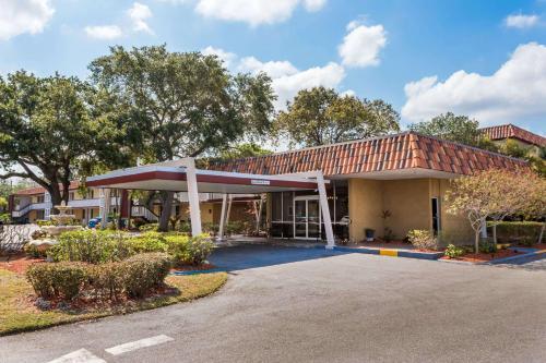 Cheap Hotels Near Tamiami Airport