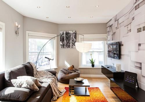 Cool Designer Home in the Best Theatre Location of West End