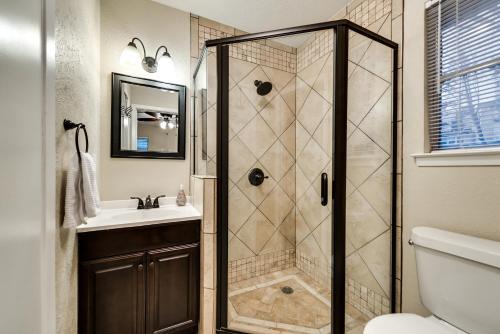 Entertainment District Home - Arlington, TX 76011