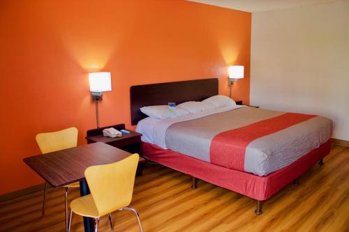 Motel 6 New Stanton - New Stanton, PA 15672