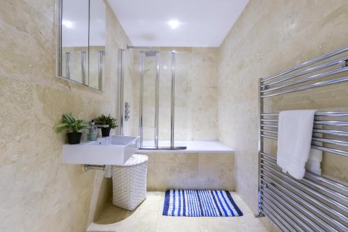 Fitzrovia Premier Apartment photo 26