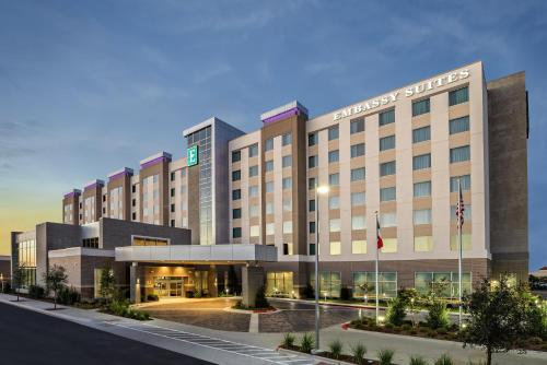 . Embassy Suites By Hilton College Station