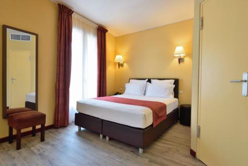 Hotel Capitole 19, boulevard du General Leclerc 06240, Beausoleil, France.