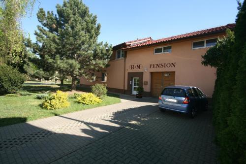 . H+M Penzion