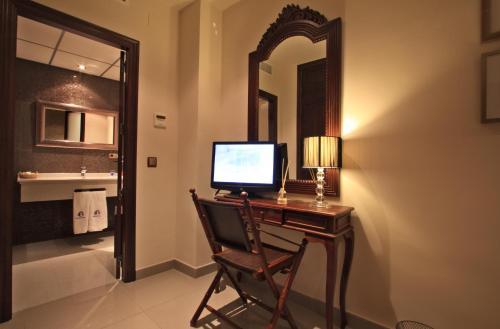 Double or Twin Room with Complimentary Spa Access - single occupancy Casa Baños de la Villa 32