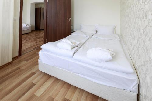Hotel Nikol - Photo 6 of 43