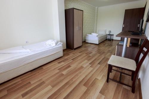 Hotel Nikol - Photo 5 of 43