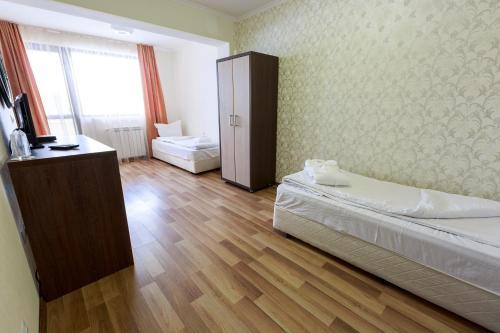 Hotel Nikol - Photo 4 of 43