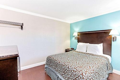 Days Inn by Wyndham Long Beach City Center - Long Beach, CA CA 90806