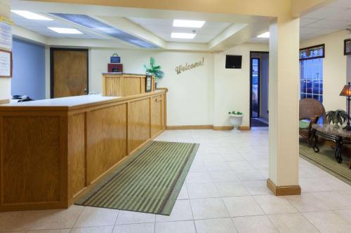 Days Inn By Wyndham Shawnee - Shawnee, OK 74804