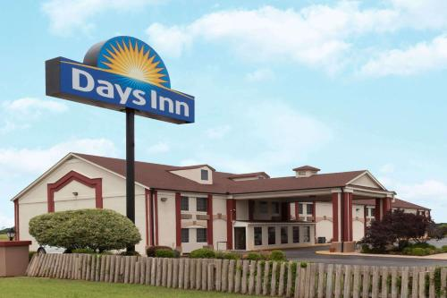 Days Inn by Wyndham Shawnee