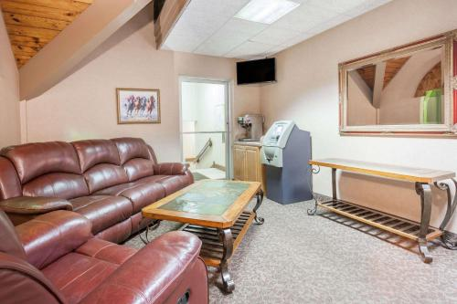 Days Inn & Suites By Wyndham Lexington - Lexington, KY 40505