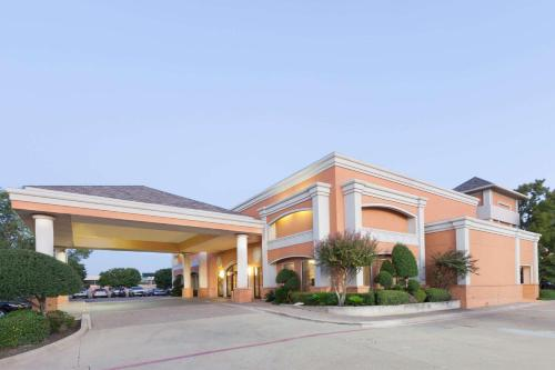 Days Inn by Wyndham Irving Grapevine DFW Airport North
