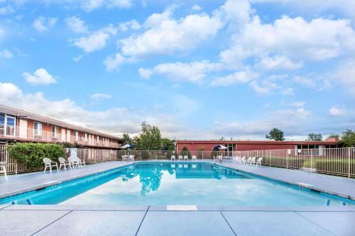 Days Inn by Wyndham Flagstaff Near Downtown/NAU on Route 66 - Flagstaff, AZ AZ 86001