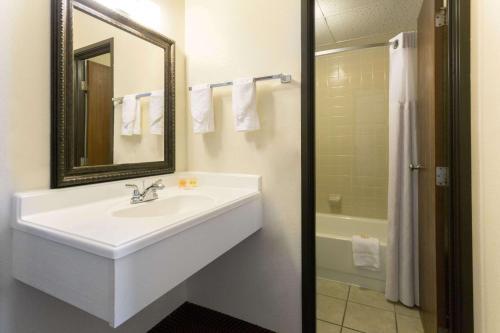 Days Inn By Wyndham Fort Collins - Fort Collins, CO 80524