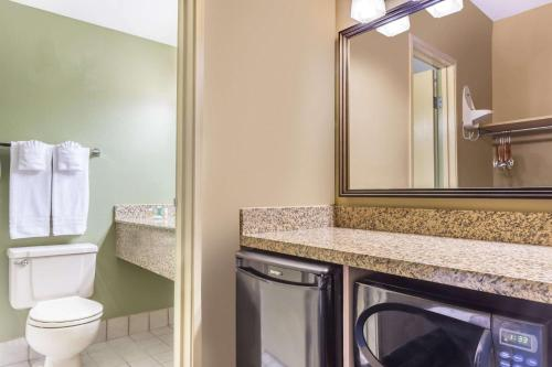 Days Hotel by Wyndham Mesa Near Phoenix - Mesa, AZ AZ 85210